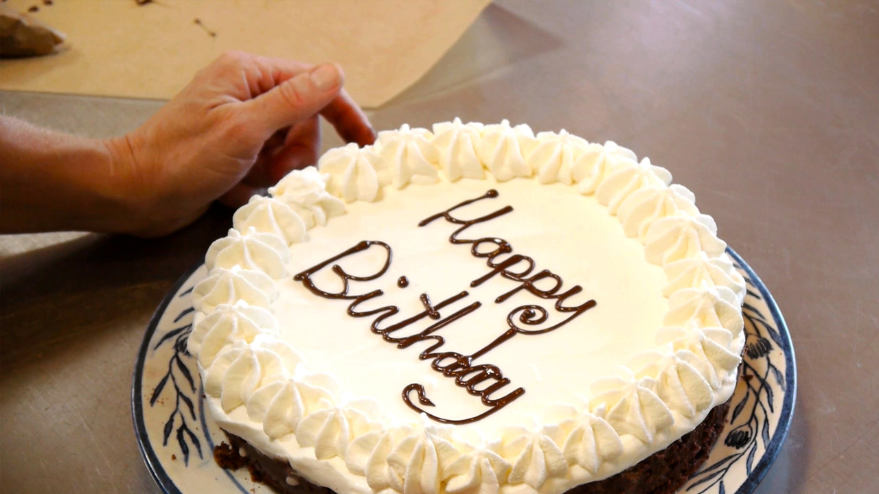 Expert Tip Piping Happy Birthday On A Cake Cooking Videos Grokker