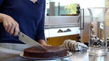 Cut a Cake Like a Pro